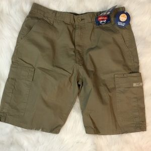 NWT Wrangler Olive Rip Stop Cargo Shorts Size 33